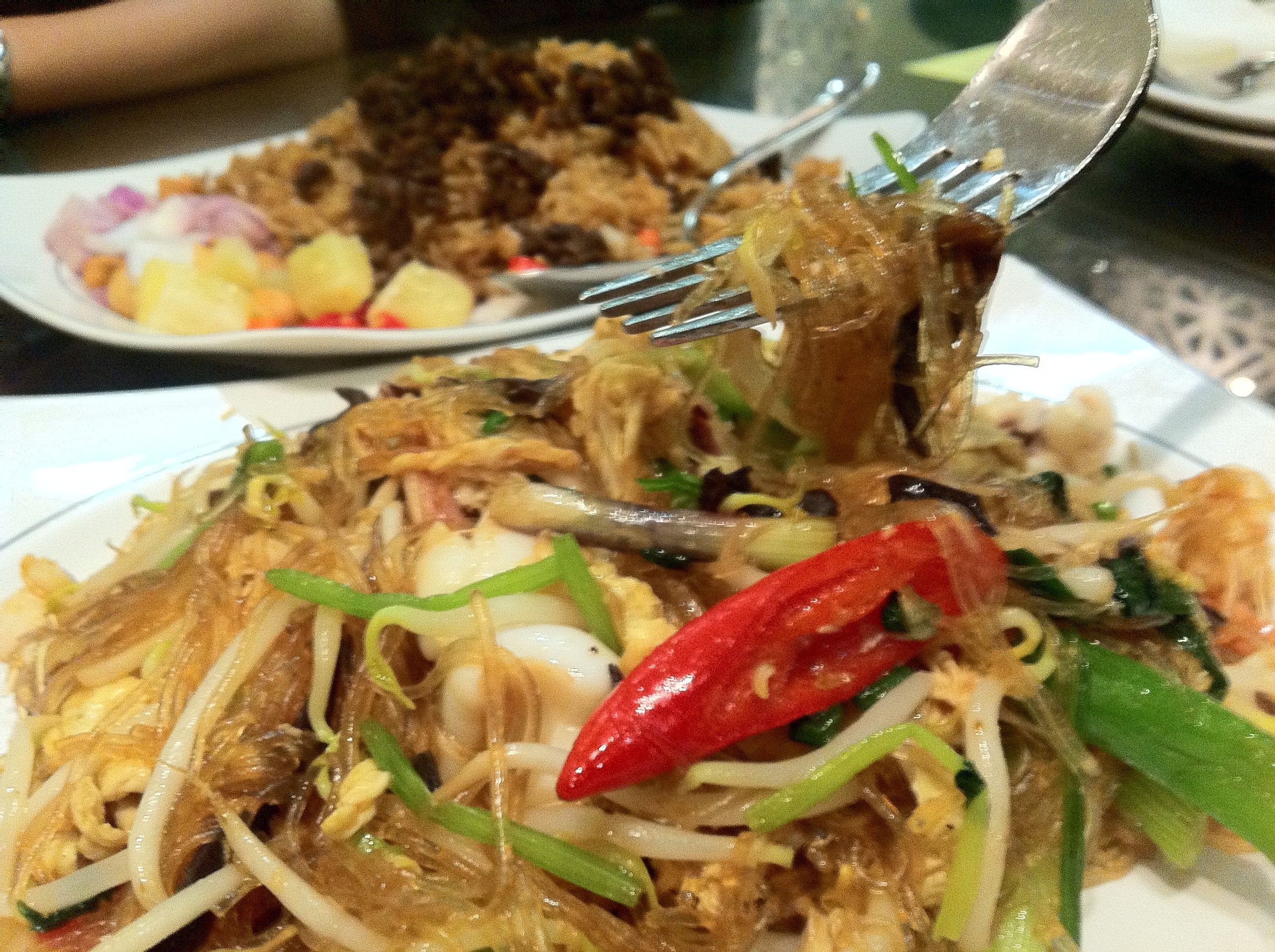 Thai seafood fried vermicelli at diandin leluk thai for Adrian fish restaurant