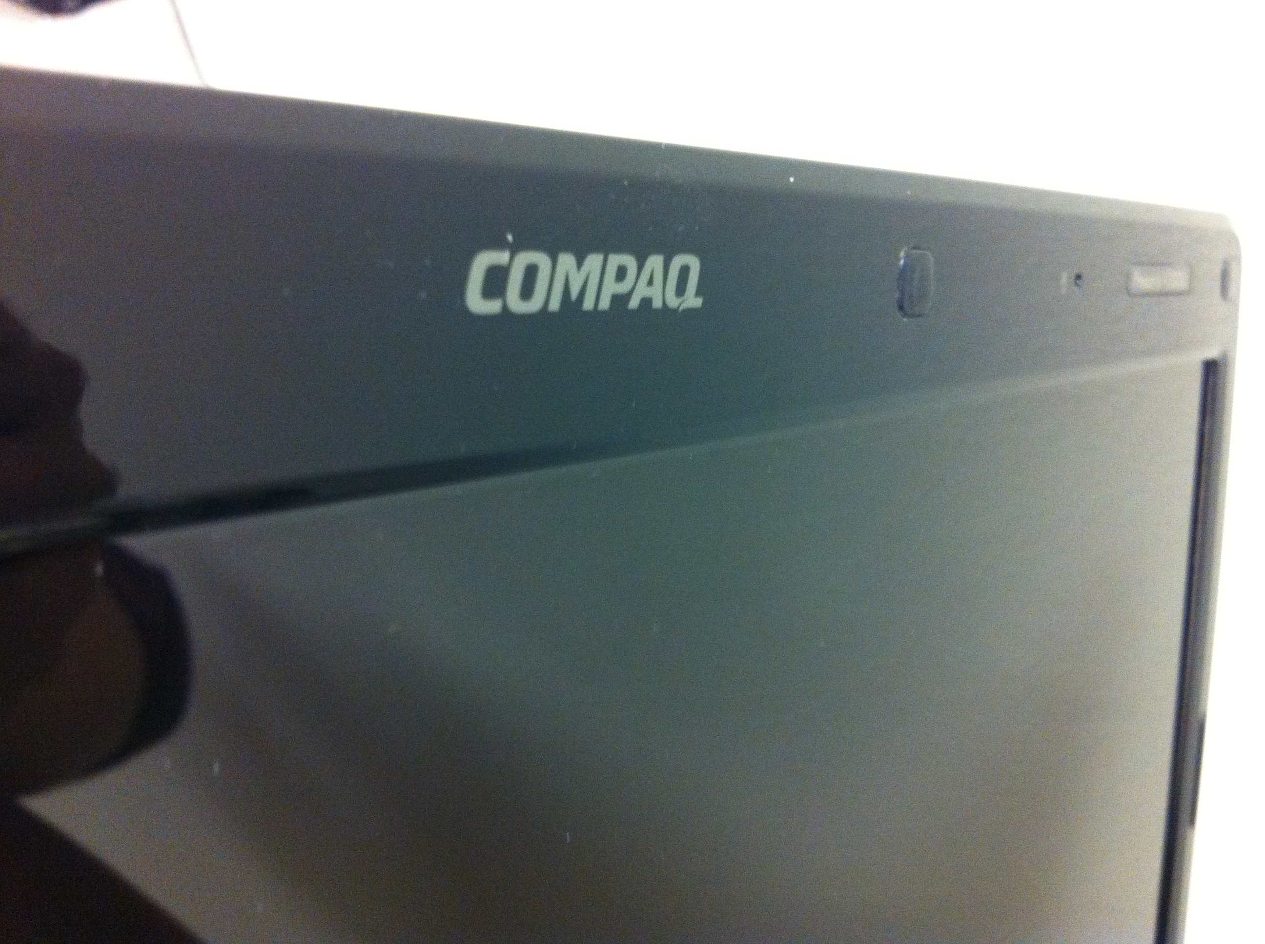 Compaq Presario V3000 (8)