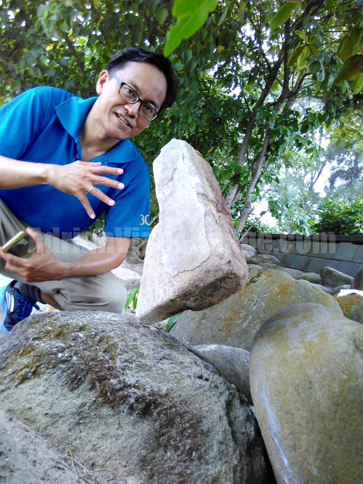 Rock Balancing in Singapore by Adrian Lee