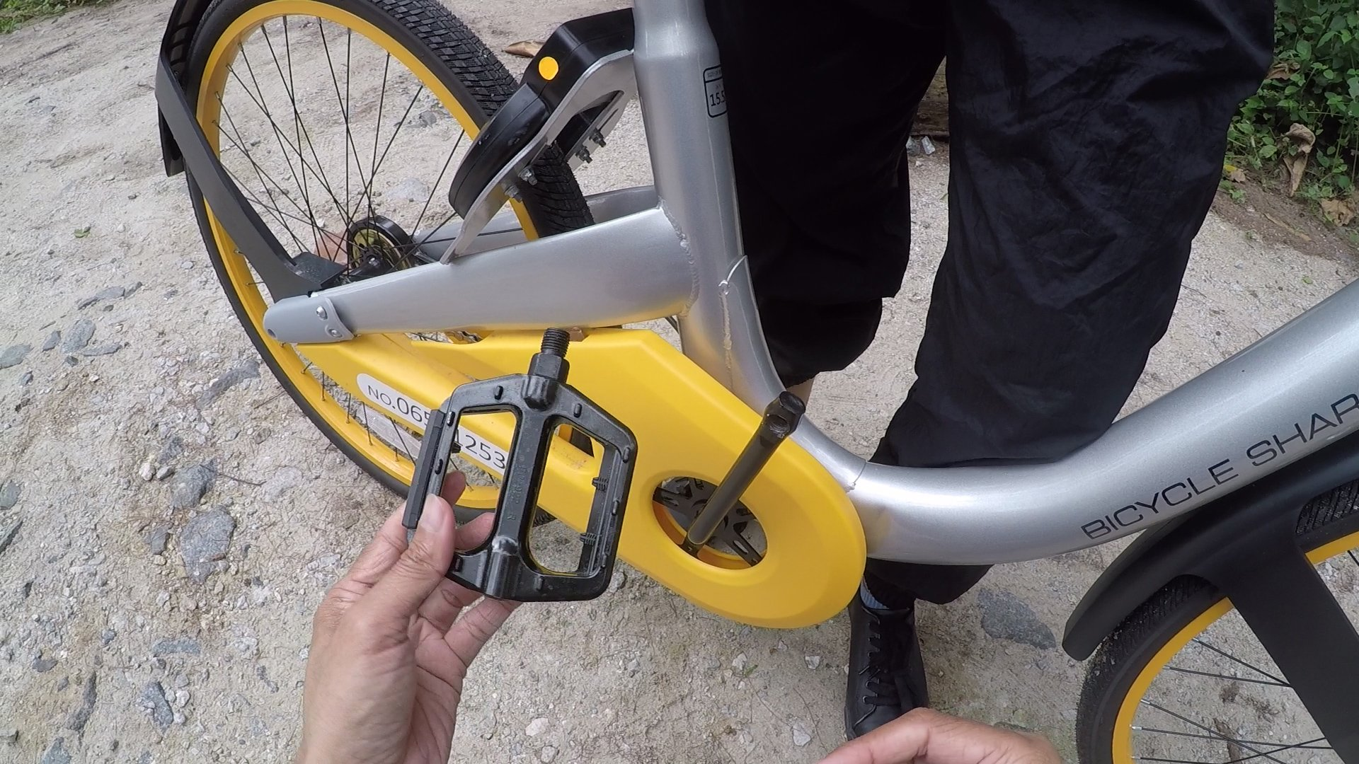 Wounded by a Knackered oBike SG.jpg